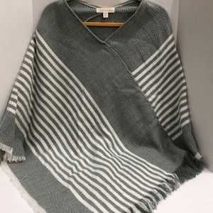 Francesca's Collections Poncho